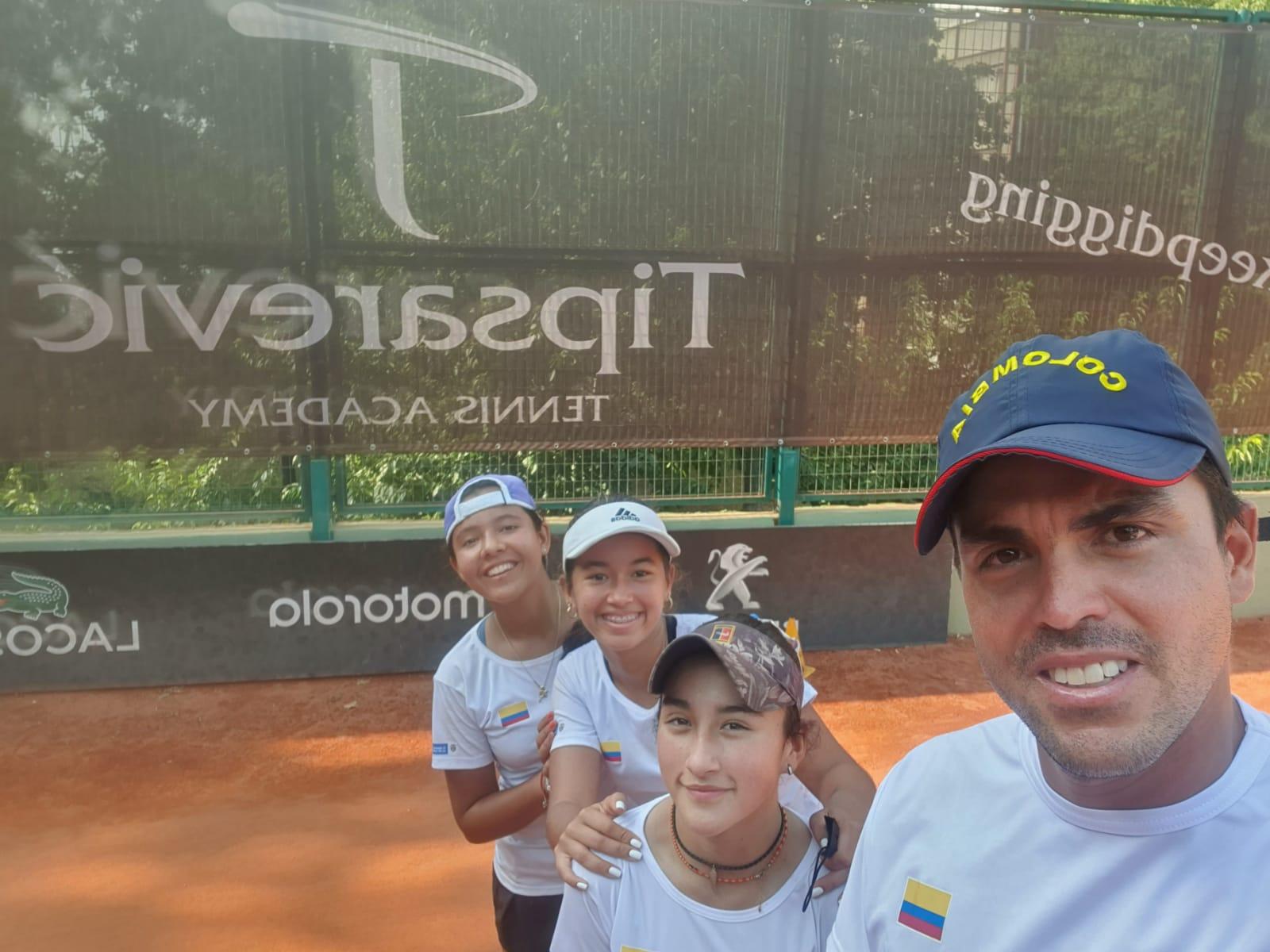 equipo femenino tispsarevic academy.jpeg (171 KB)